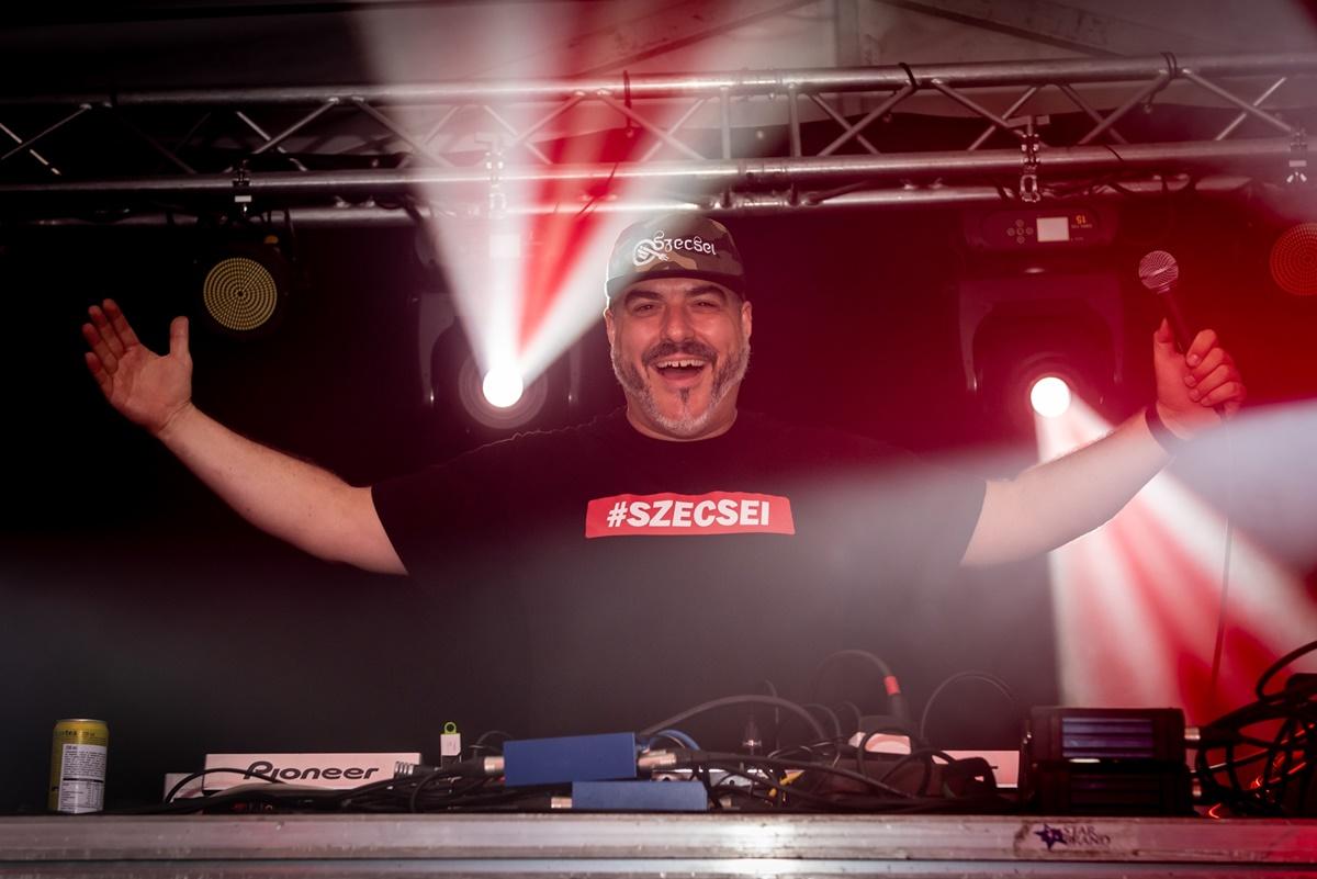 1470-DJ Szecsei