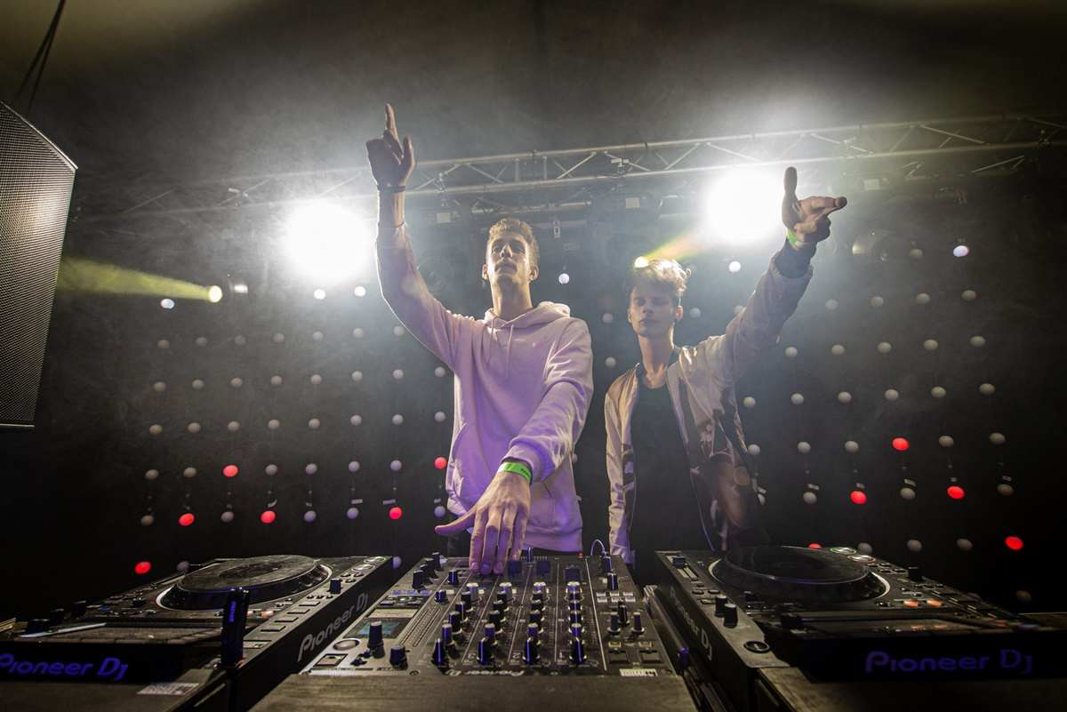 2210-DJ Gyóntatófülke